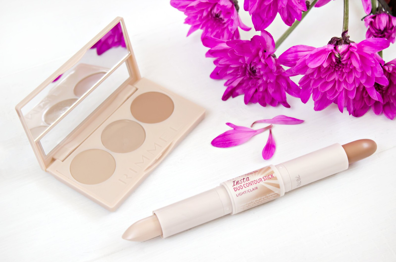 Insta Conceal and Contour Palette Light